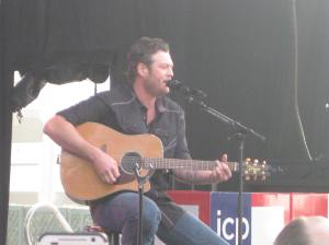 Blake Shelton singing acoustic style.