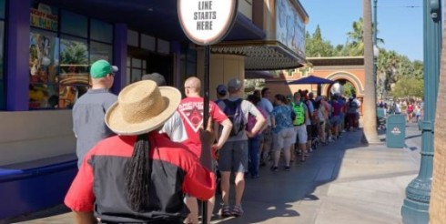 long-lines-at-disneyland-e1381152445575